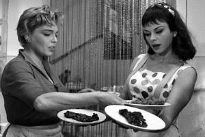 """""""Adua e le compagne"""" di Antonio Pietrangeli (1960), Simone Signoret e Sandra Milo [ph. Angelo Pennoni]"""